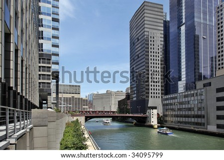 Architectural tour boat traveling down Chicago River