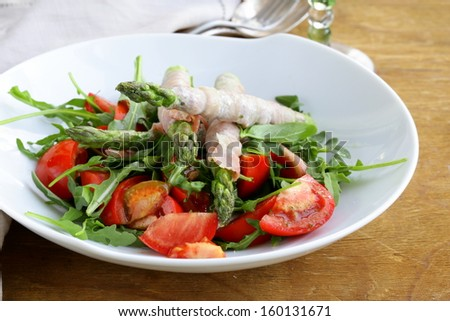 arugula salad with tomatoes and asparagus