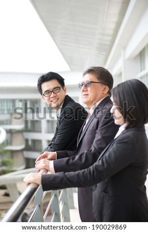 asian business team looking at somewhere