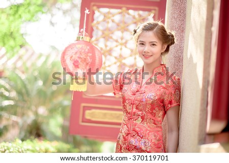 Asian Chinese woman in Traditional Chinese   Fanning paper