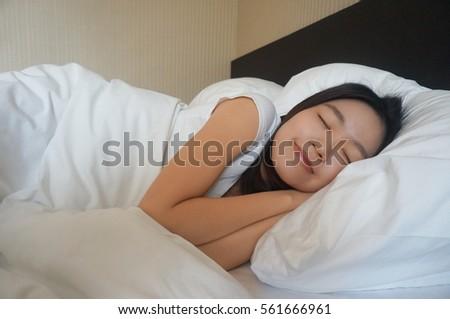 asian-girl-sleeping