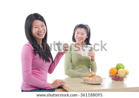 asian sisters dining