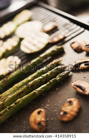 Asparagus, mushrooms and zucchini on electrical grill
