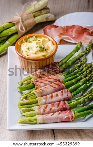 Asparagus on grill with bacon and home mayonnaise