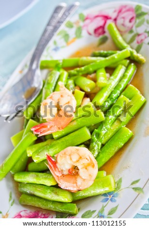 Asparagus stir fried with prawns - stock photo