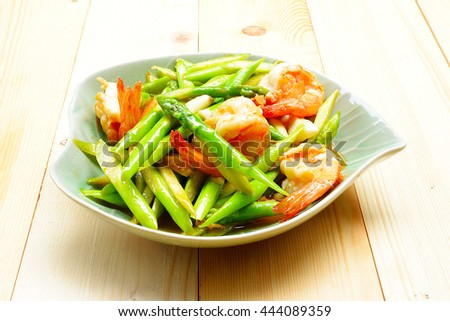Asparagus stir fried with prawns