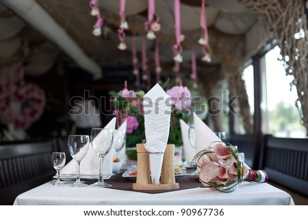 At the banquet table is svadebn?y bouquet. The restaurant welcomes guests to the celebration - stock photo