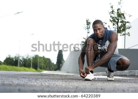 Athlete ties his shoe laces