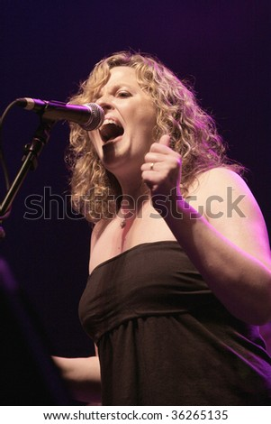 ATLANTIC CITY, NJ - AUGUST 29: Vocalist Amy Helm performs with the Levon Helm band at The Borgata Hotel & Casino on August 29, 2009 in Atlantic City, NJ.