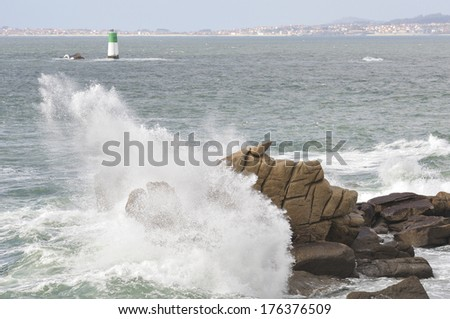 Atlantic Coastal and temporal power of the waves on the coast of Galicia's Rias Baixas