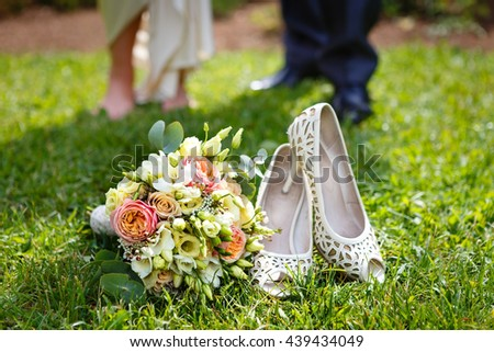 Attributes runaway bride. Wedding bouquet of white roses and leather high-heeled shoes - stock photo