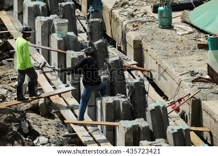 AUGUST 30, 2015 : NONTHABURI - THAILAND :  Detail of construction and equipment using in concrete construction of elevated high speed way.