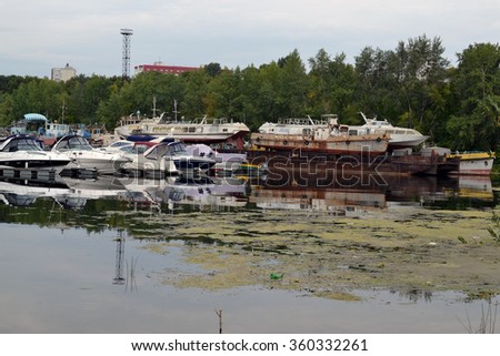 August 16, 2015, Samara, Russia: summer Parking for boats, yachts and motor boats on the river in the city