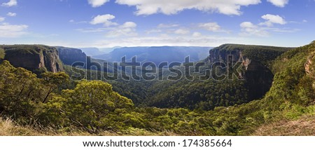 AUstralia NSW national park BLue MOuntains panorama of grand canyon at day time
