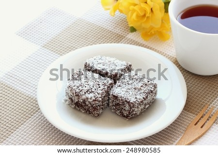 Australia sweet LAMINGTON with tea