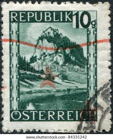 AUSTRIA - CIRCA 1945: A stamp printed in Austria, is shown Hochosterwitz Castle (Burg Hochosterwitz), circa 1945 - stock photo