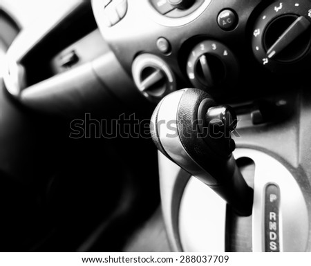 Automatic gear control in car