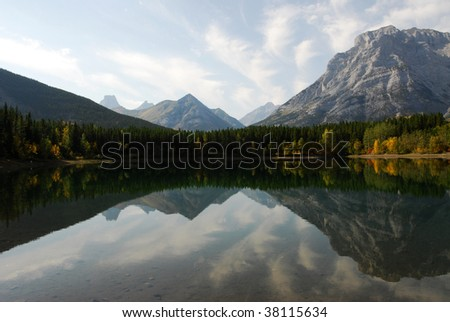 Autumn view of lake and mountain reflections in wedge pond, kananaskis country, alberta, canada