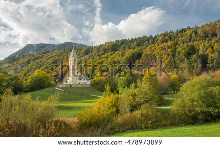 autumnal view of the Church of San Leonardo , Favogna di Sotto , South Tyrol, italia