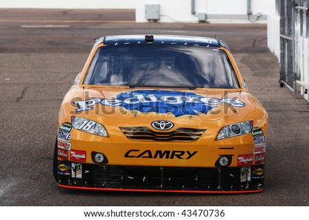 AVONDALE, AZ - NOV. 13: Kyle Busch brings his Toyota in to the garage area during a practice session for the NASCAR Sprint Cup race, at Phoenix International Raceway on Nov. 13, 2009 in Avondale, AZ.