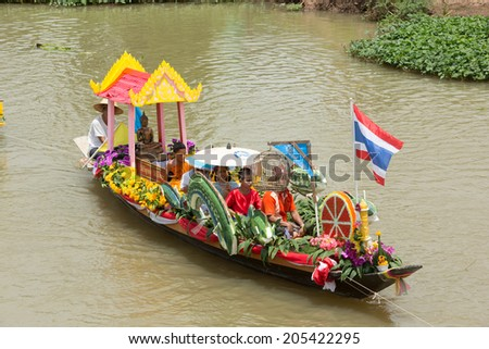 AYUTTHAYA, THAILAND - JULY 11: Traditional parading of candles to temple by the river ceremony on The Buddhist Lent Day on July 11, 2014, Ayutthaya, Thailand.