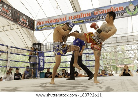 AYUTTHAYA, THAILAND- MARCH 17 : Women Thai boxing match between  Dearn dong (Thai) VS Kerry Smit (Australia) at World Muay Thai Fight Fastival on March 17, 2013 in Ayutthaya, Thailand.