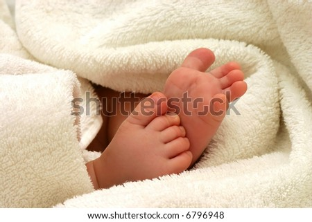 baby feet in towel