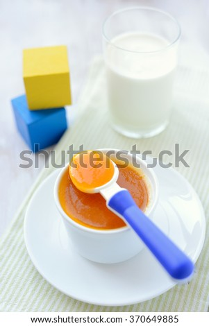 Baby food: carrot and apricot puree
