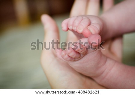baby foot in mother hand