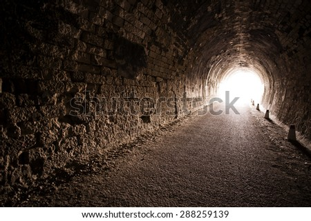 Back tunnel image with wide angle lens