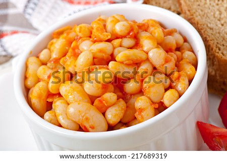 Baked beans in a mild tomato sauce - stock photo
