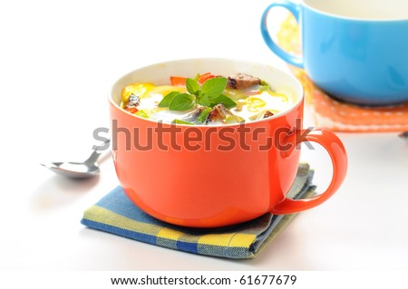 Baked egg, steak and vegetables in a cup.