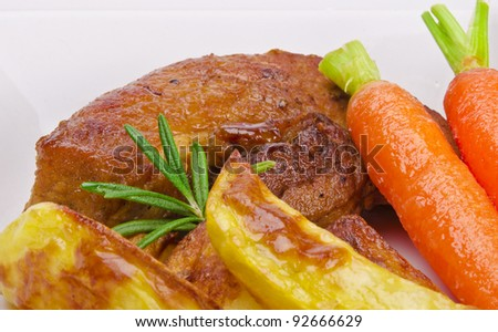 baked kartofeln with gegrilte meat and carrots