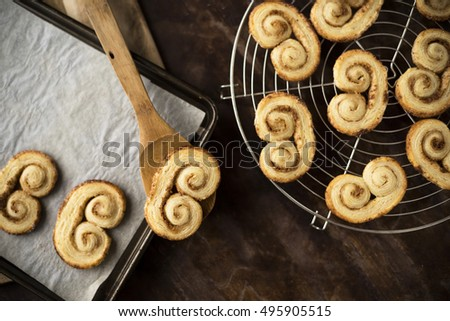Baked palmier cookies into a tray