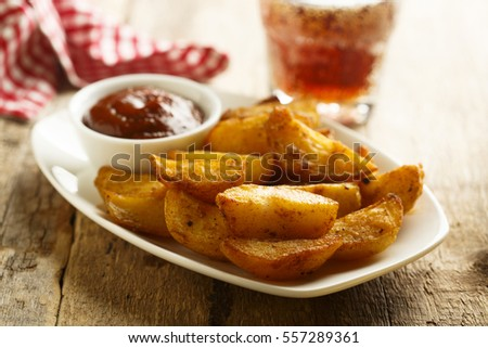 Baked potato wedges with tomato sauce