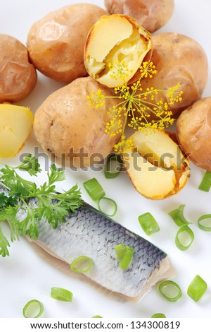 Baked potatoes with herring.