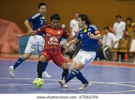 BANGKOK - DECEMBER 12 : Thailand vs Japan Bangkok Futsal Super Match 2010.Yusuke Komiyama(Blue) and Thananchai Chomboon(Red) on DECEMBER 11 -12 2010 in Bangkok Thailand.