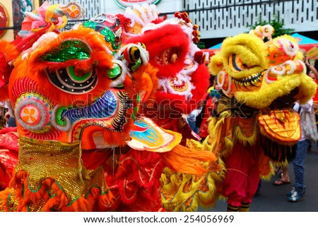 BANGKOK - February 19: Dragon dance performers work their way through large crowds during Chinese new year celebrations on February 19, 2015 Bangkok, Thailand.