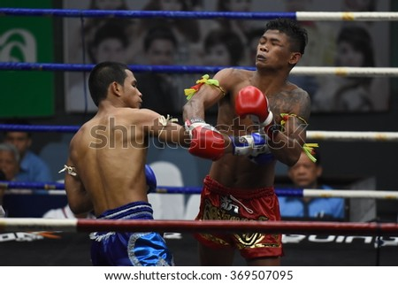 BANGKOK - JAN 24: Phayakdam Luk Makham Whan (R)(Win) fights with Khunphon Phayap Kham Phan  in thai boxing competition - Battle Of Jit Mueangnon at Rajadamnern stadium on January 24, 2016 in Bangkok.