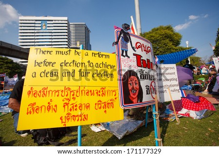 BANGKOK-JAN 13: Unidentified Thai protesters raise banners to resist government of Shinawatra regimes on Jan 13, 2014 in Bangkok, Thailand. It claims that up to million Thai people gather on such day.