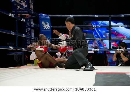 """BANGKOK - JUNE 9: Muay Thai Super Welterweight World Championship - Alejandro Asumu Osa (ES) got knocked out by Kem Sitsongpeenong (TH) at """"BATTLE FOR THE BELTS"""" on June 9, 2012 in Bangkok, Thailand - stock photo"""
