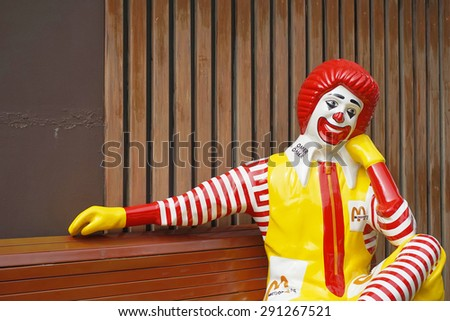 BANGKOK - JUNE 20 :  ronald-mcdonald sitting on bench at McDonald's restaurant on June 20, 2015 in Bangkok, Thailand - stock photo