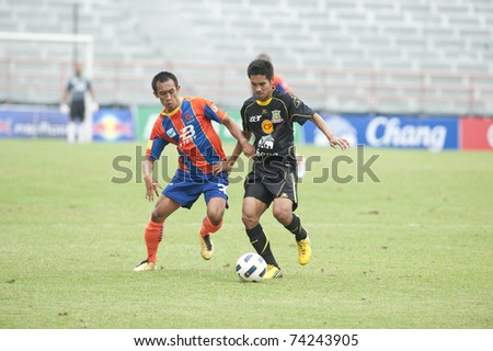 BANGKOK - MAR 27: D.Dinket(B) in Thai Premier League (TPL) between thai port fc (Orange) vs Army Utd (green) on March 27, 2011 at  Pat Stadium in Bangkok Thailand