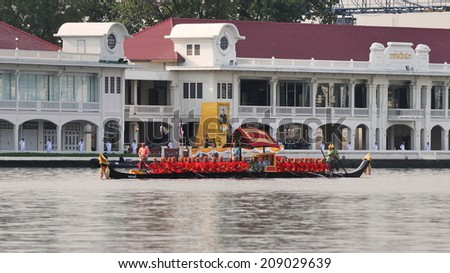 BANGKOK - NOV 9: Traditional Thai rowing boats make their way to Wat Arun on the Chao Phraya River while taking part in the Royal Barge Procession on Nov 9, 2012 in Bangkok, Thailand - stock photo