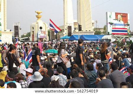 BANGKOK - NOVEMBER 11, 2013 : Anti-government protesters to the Democracy Monument on November 11, 2013 in Bangkok, Thailand. The protest Against The Amnesty bill in Bangkok, capital of Thailand - stock photo