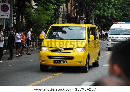 BANGKOK - OCT 25: A convoy carries the body of Supreme Patriarch Somdet Phra Nyanasamvara to Wat Bovoranives on Oct 25, 2013 in Bangkok, Thailand. The government has announced 30 days mourning. - stock photo