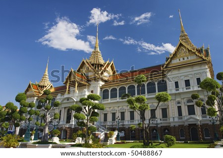 Bangkok's most famous landmark was built 1782. The palace conclud several impressive buildings including Wat Phra Kaeo (Temple of the Emerald Buddha) A royal chapel