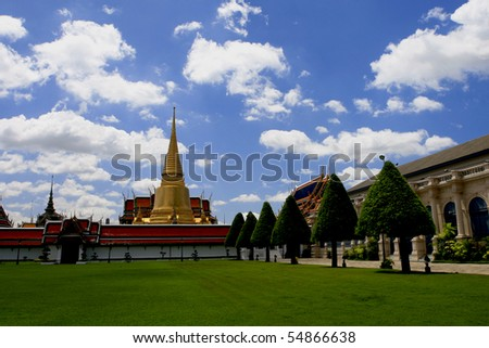 Bangkok's most famous landmark was built 1782. Within the palace complex are several impressive buildings including Wat Phra Kaeo (Temple of the Emerald Buddha) - stock photo