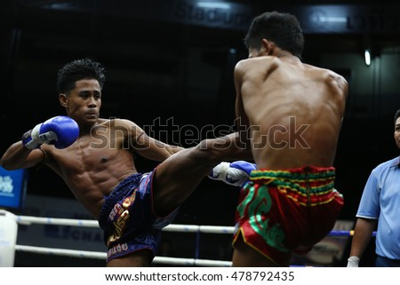 BANGKOK - SEP4:Khao Sod Phuket Dragon Muaythai (Blue) fights with Dao Siam Wo.Wan Chai in thai boxing competition - Battle Of Petchwised at Rajadamnern stadium on September 4,2016 in Bangkok.