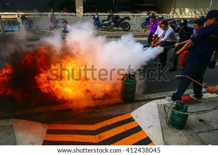 BANGKOK, THAILAND - APRIL 27 :Firefighters Basic training, Employees Annual training Fire fighter on April 27 2016, at Chatuchak Bangkok Thailand
